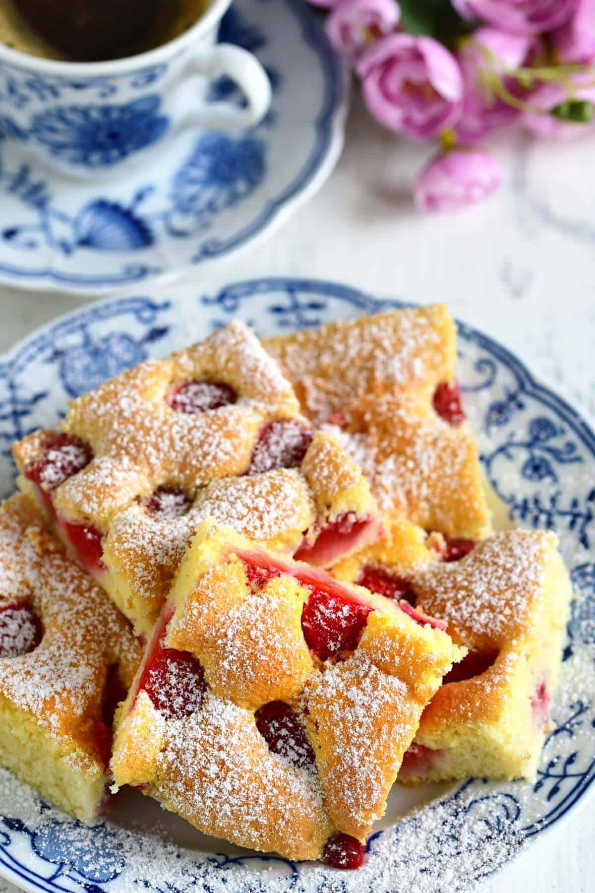 Erdbeeren-biskuitkuchen vom Blech