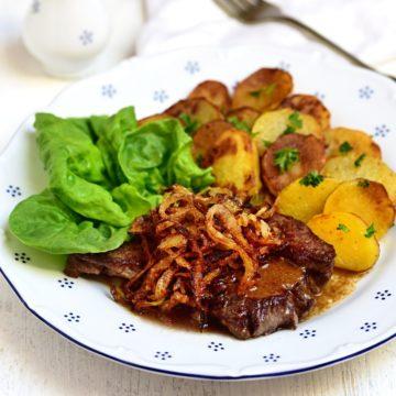 Zwiebelrostbraten mit Bratkartoffeln rezept