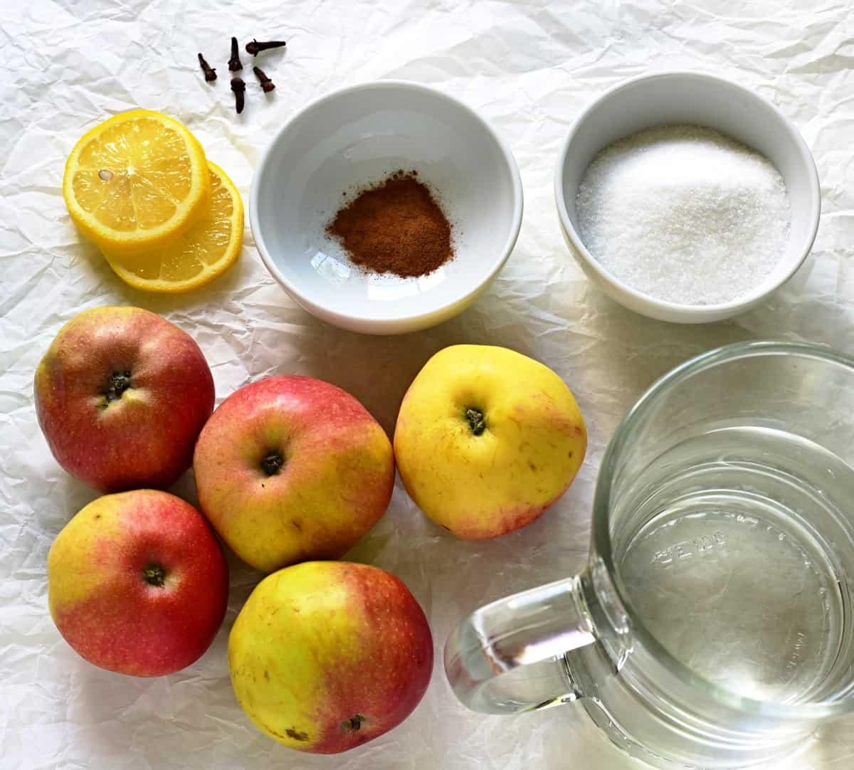 Hausgemachtes Apfelkompott Zutaten.